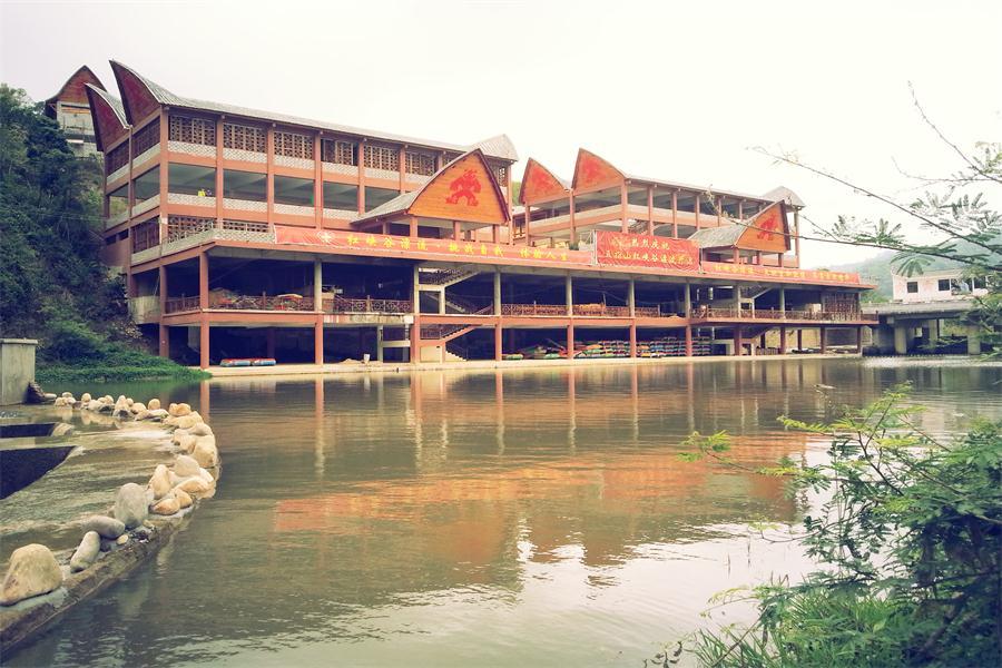 五指山红峡谷文化旅游风景区漂流点